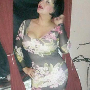 TS Carmen im floralen Minikleid